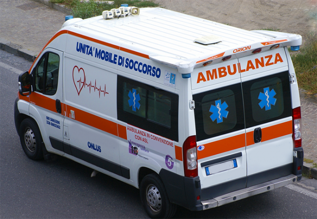 ambulanza vista alto