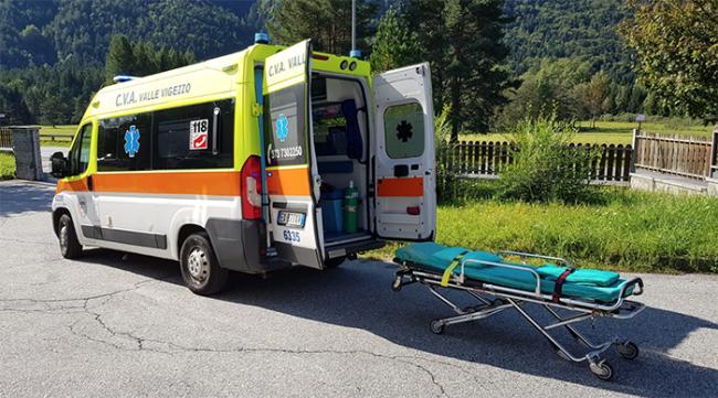 ambulanza barella esterna prato vigezzo